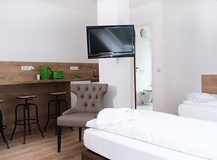 Dreibett mit Küchenzeile (4).jpg