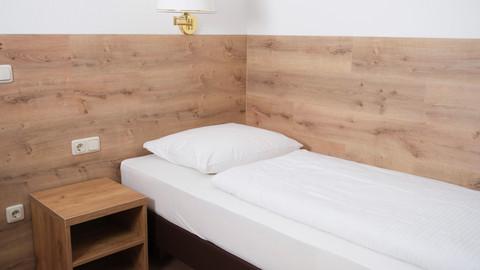 Einzelzimmer Hotel Forest (3).jpg