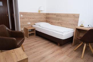 Einzelzimmer Hotel Forest (5).jpg