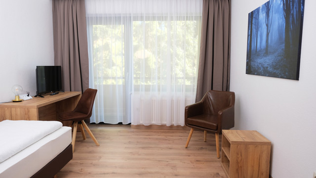 Einzelzimmer Hostel Forest Rooms (4).jpg