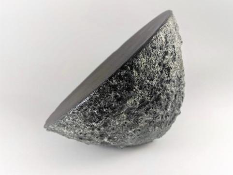 Textured triangle  H 13cm D 10cm