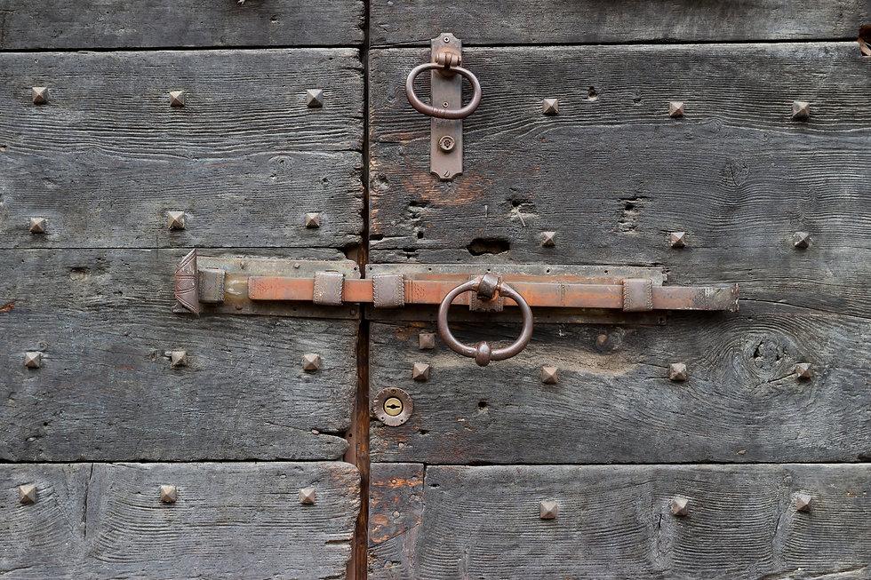 דלת.jpg