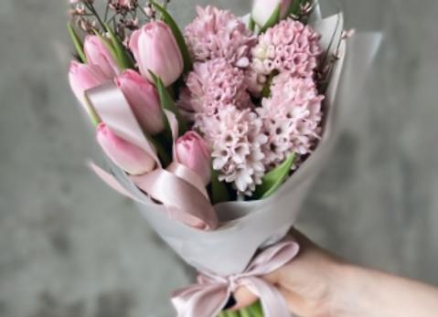 Букет тюльпанов с гиацинтами (цвет на выбор)