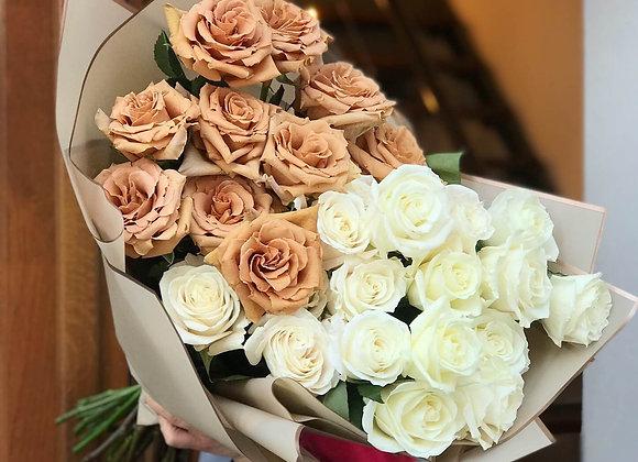 Букет из пионовидных роз Тоффи и Плайя Бланка