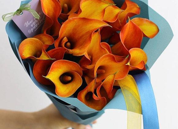 Букет из оранжевых калл