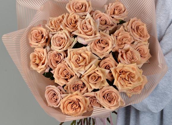 Букет из пионовидных роз Тоффи и классических роз Капучино