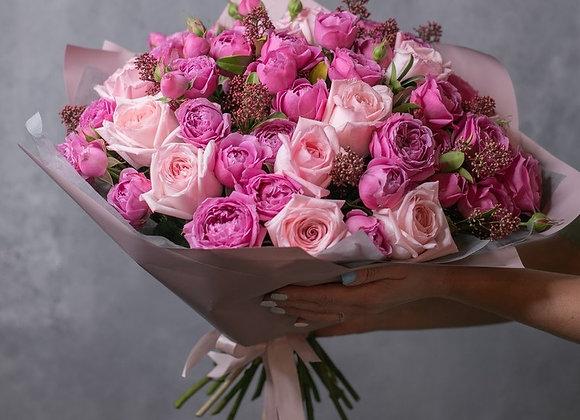 Букет из кустовых пионовидных роз Мисти Баблс и пионовидных роз Пинк О'Хара