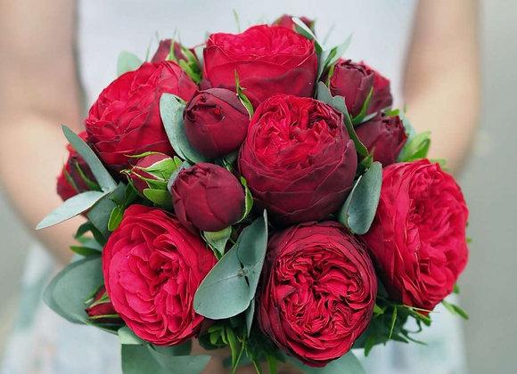 Букет невесты из пионовидных роз Ред Пиано