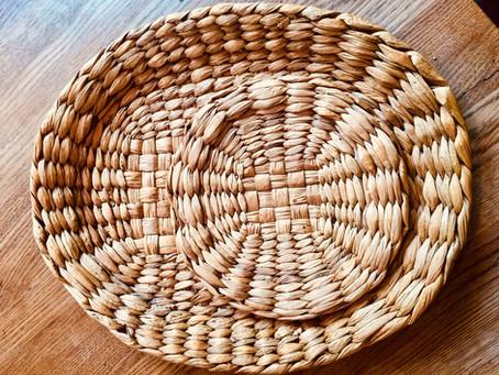 水草で編んだバスケット