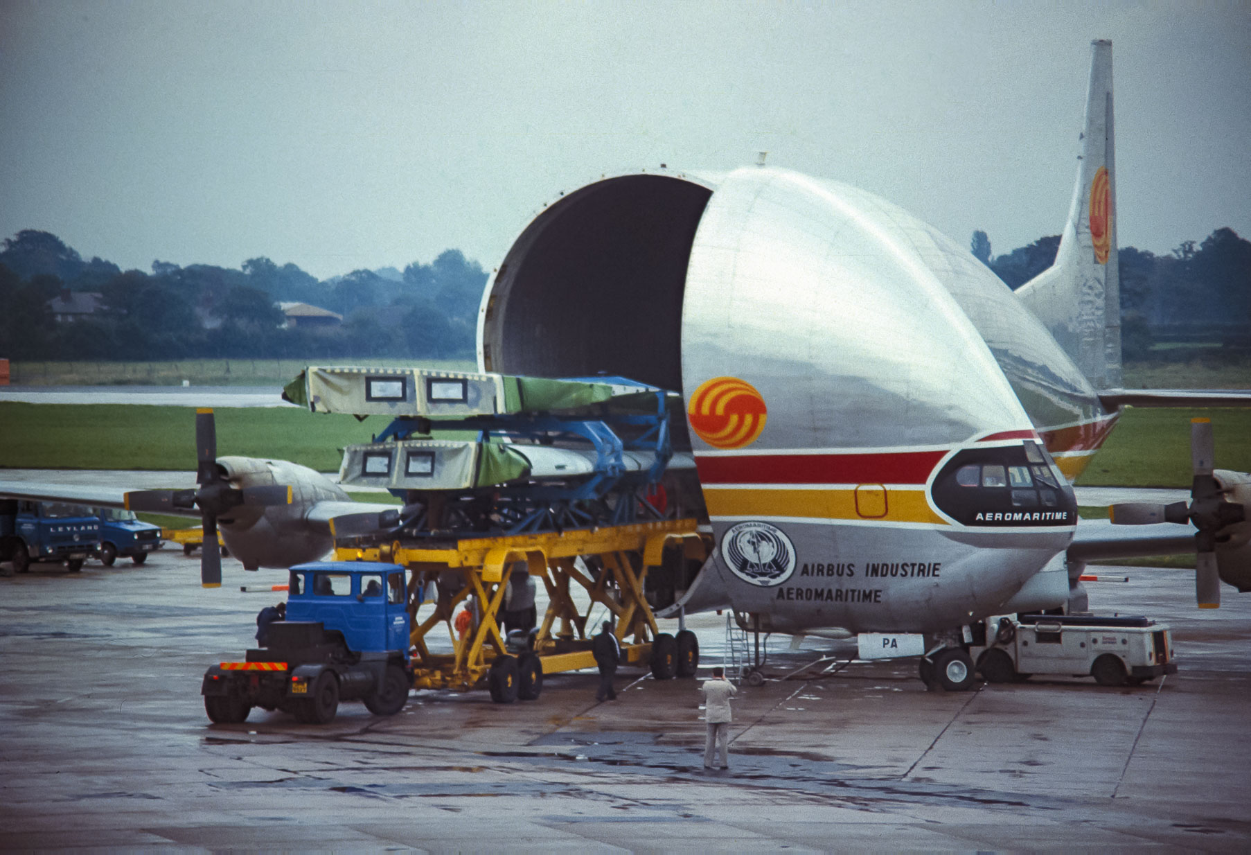 Aeromaritime Guppy being loaded