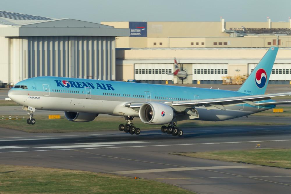 Korean Air 777 at Heathrow