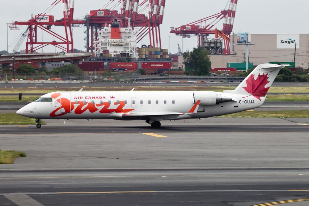 Air Canada Jazz canadair CRJ200