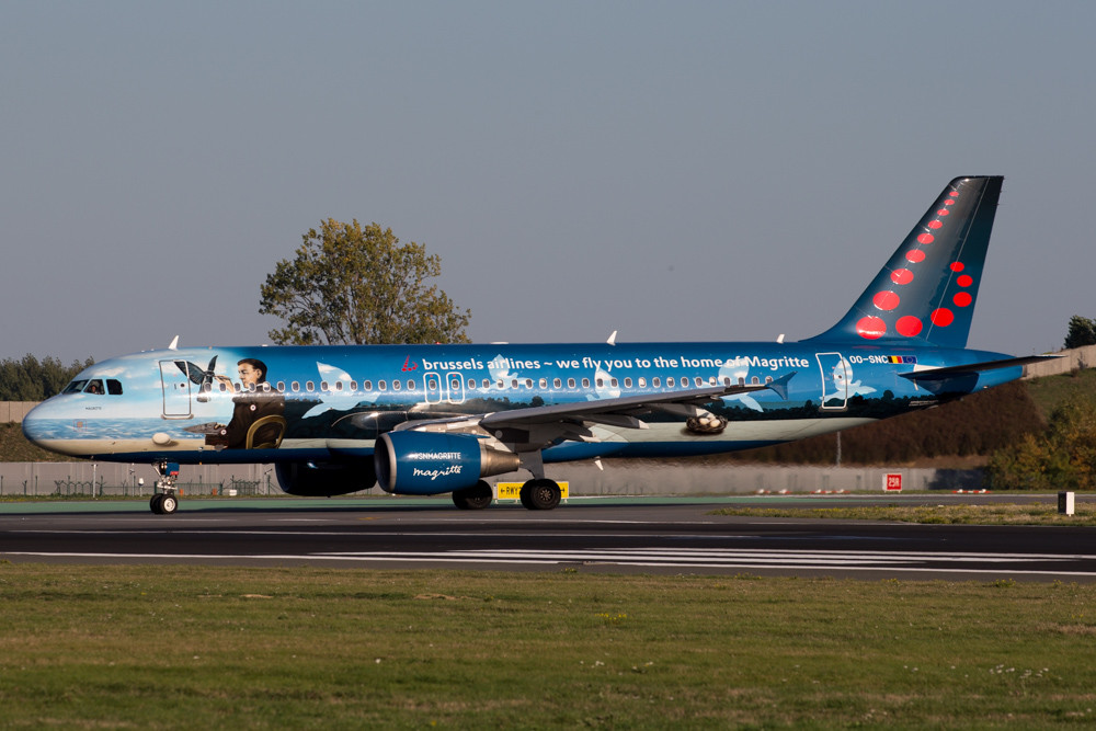 Brussels airlines a320 magritte
