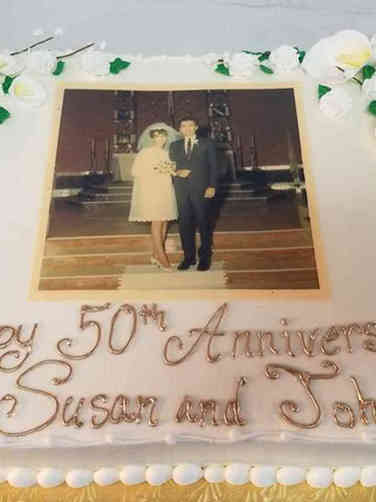 Anniversary 03 50th Anniverary Photo and Flowers Cake