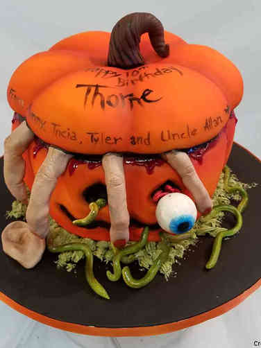 Autumn 15 Creepy Pumpkin Halloween Cake