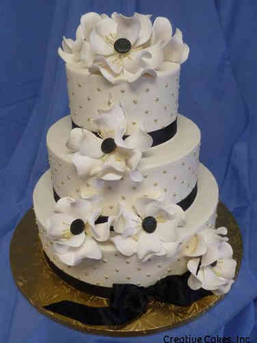 Floral 31 Black and White Magnolias Wedding Cake
