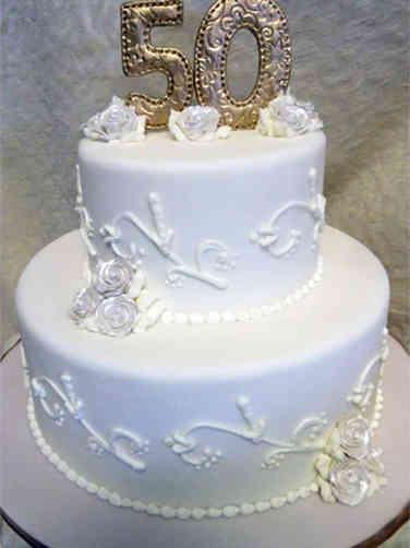 Anniversary 09 Piped Vines 50th Anniversary Cake