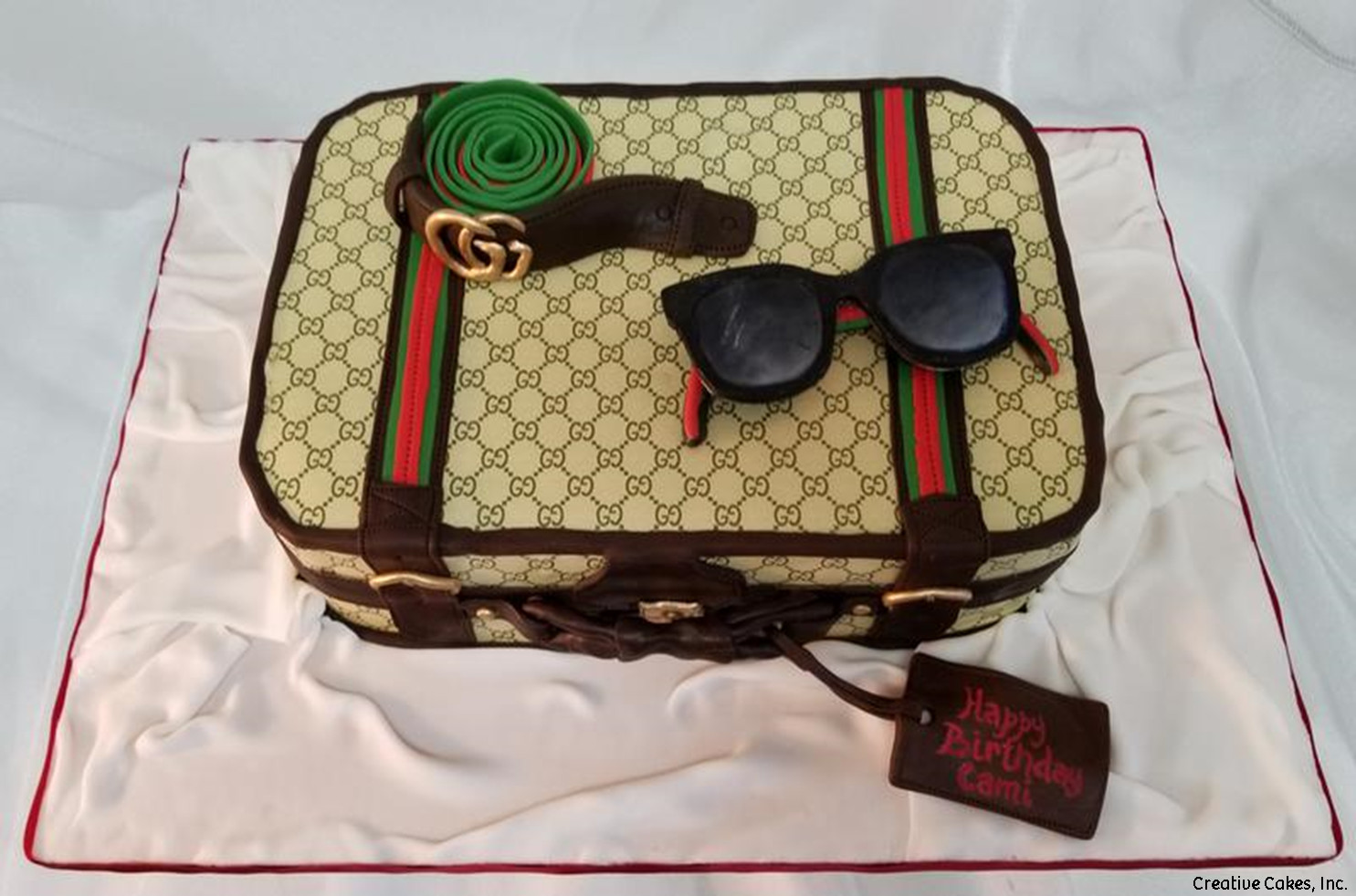 Fashion 16 Man\u0027s Gucci Suitcase Birthday Cake
