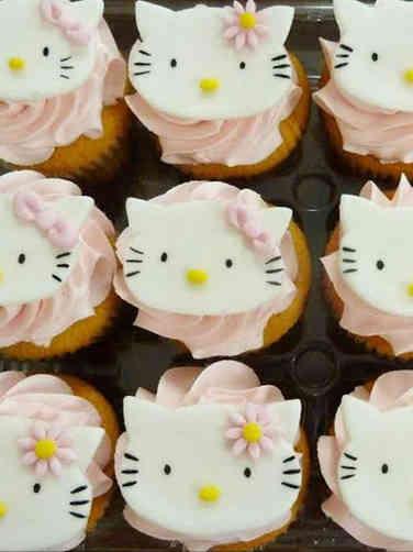 Kids 01 Hello Kitty Birthday Cupcakes