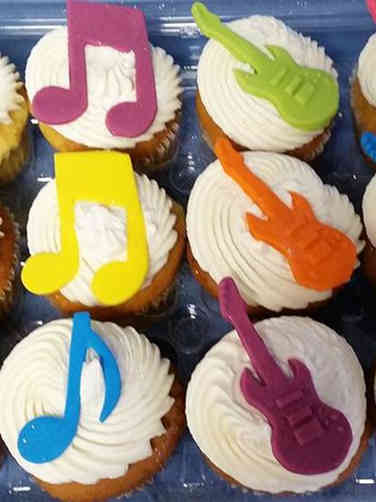 Kids 04 Music Notes and Guitars Birthday Cupcakes