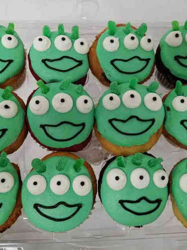 Kids 11 Green Alien Faces Birthday Cupcakes