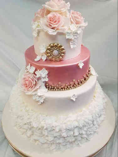 Trendy 08 Roses and Ruffles Wedding Cake