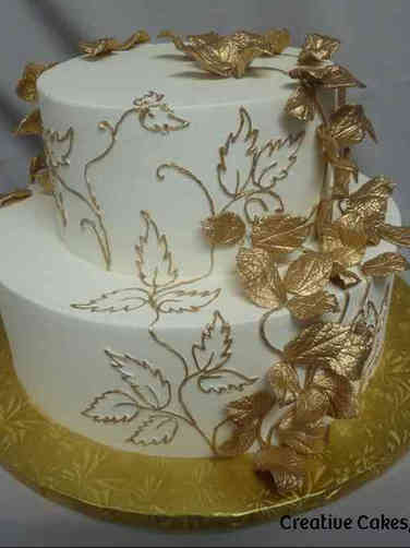 Trendy 11 Gold Leaves Wedding Cake