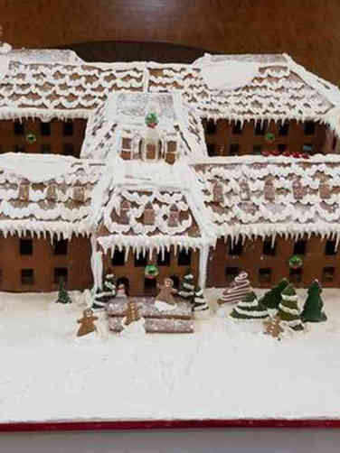 Winter 01 Building Replica Gingerbread House