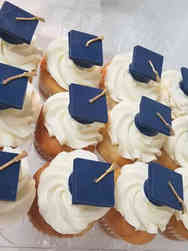 Other 06 Grad Hat Graduation Cupcakes