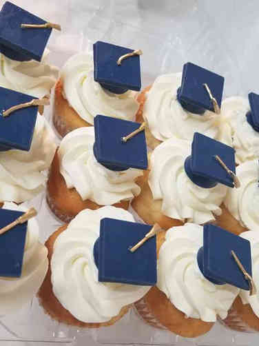 Other 06 Grad Hat Graduation Cupcakes
