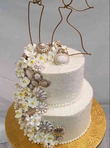 Trendy 06 Elegant Broaches Wedding Cake