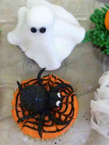 Other 16 Fondant Topper Halloween Cupcakes