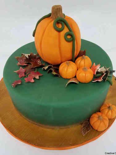 Autumn 23 Pumpkin Patch Celebration Cake