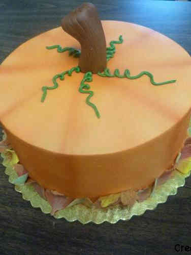 Autumn 07 Minimalist Pumpkin Halloween Cake