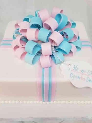 Reveal 07 Gift Box Gender Reveal Cake
