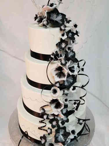 Trendy 03 Black and White Fantasy Flowers Wedding Cake