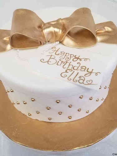 Feminine 09 Gold and White Gift Box Birthday Cake