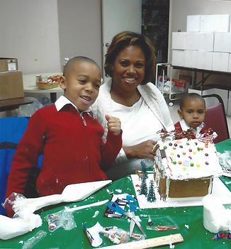 Family Decorating DIY Gingerbread House Kit