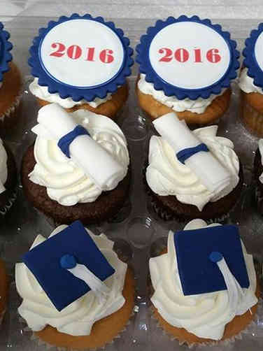 Other 02 Cap and Diploma Graduation Cupcakes
