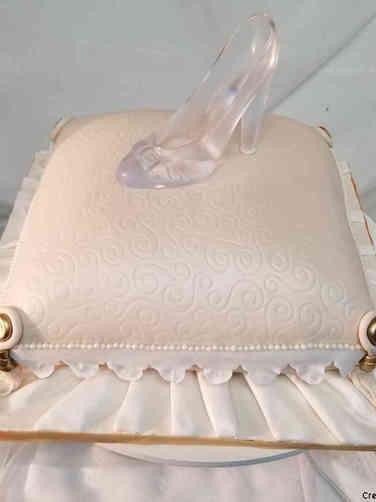Unique 17 Glass Slipper Bridal Shower Cake