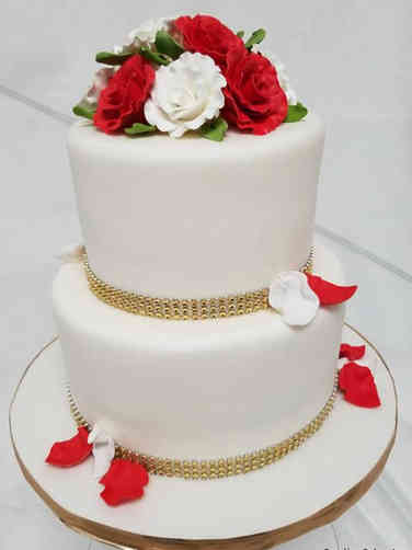 Floral 09 Red and White Classic Roses Wedding Cake