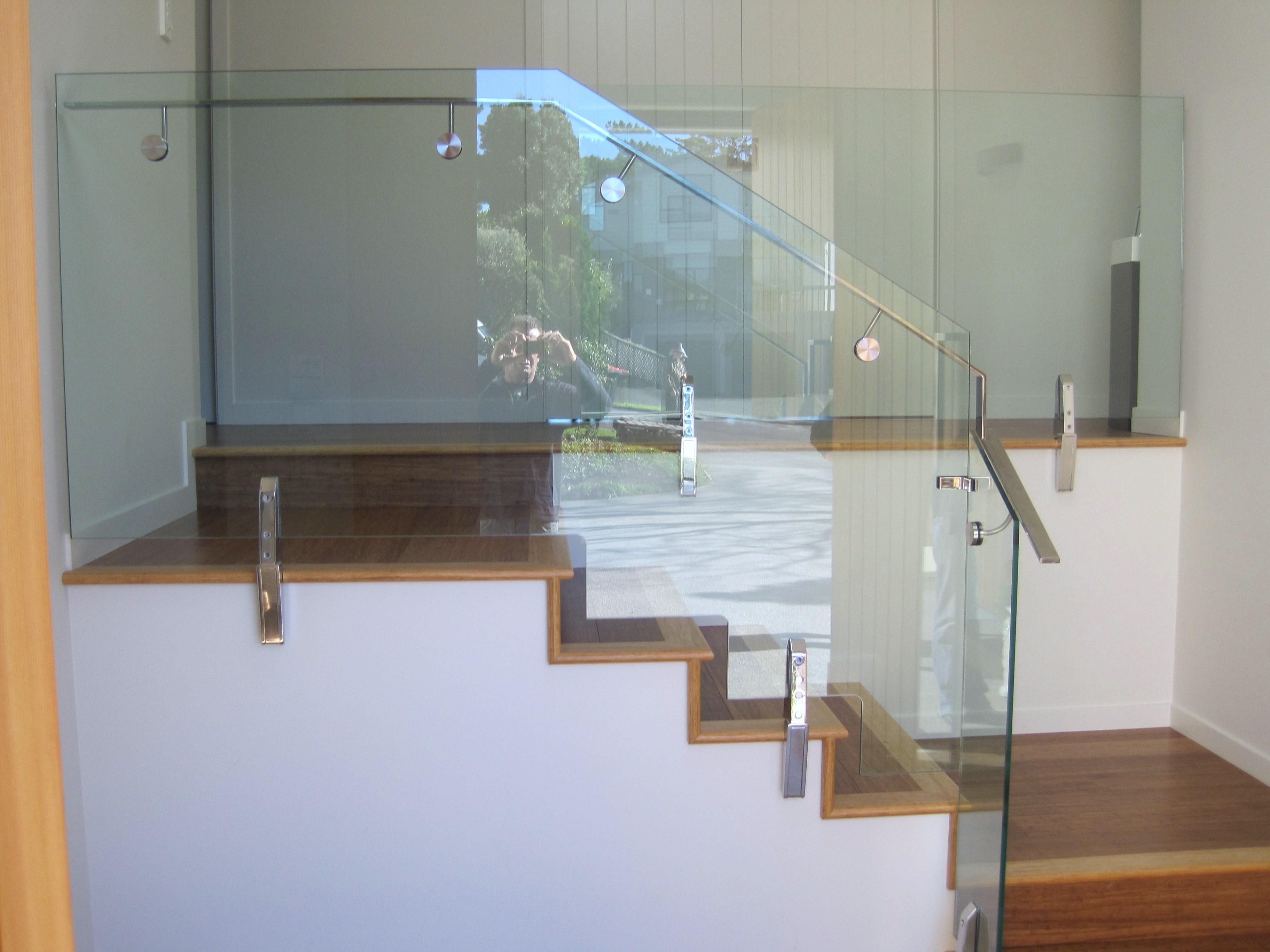 stairshandrailnotchedglass