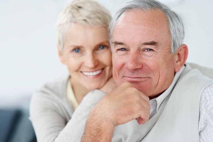 Happy_Elderly_Couple_Smiling_T_6361653.j