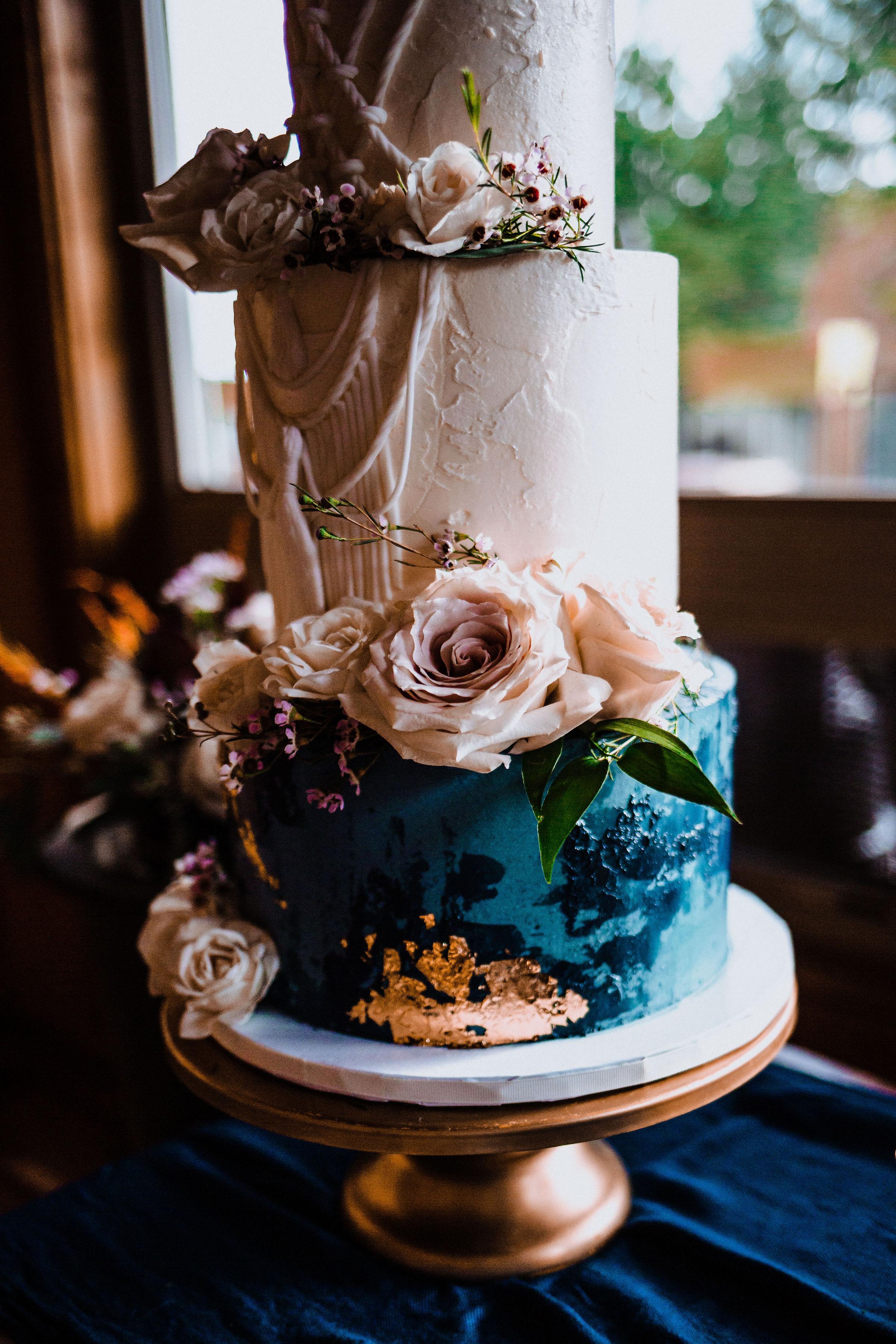 GoldenElopement- Elegant Cake