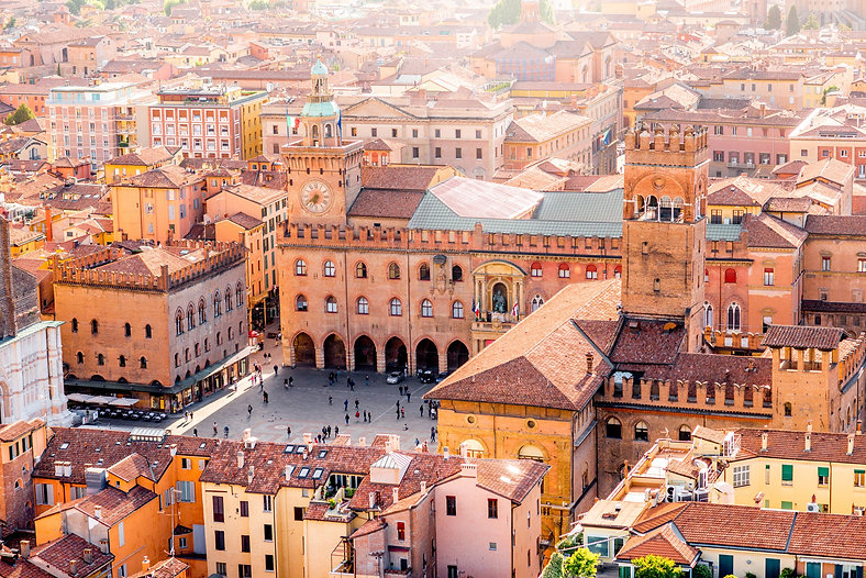 Tour Cover Photo - Bologna.jpg