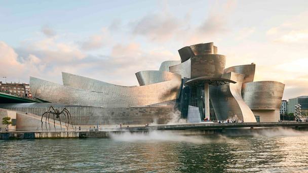 Bilbao Guggenheim Museum Frank Gehry.jpg