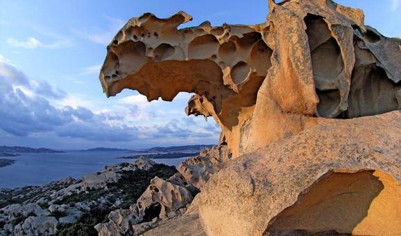 09 Sardinia Roccia dell_orso.jpg
