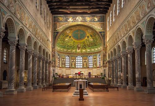 09 Basilica of Sant_Apollinaire Nuovo Ravenna Italy.jpg