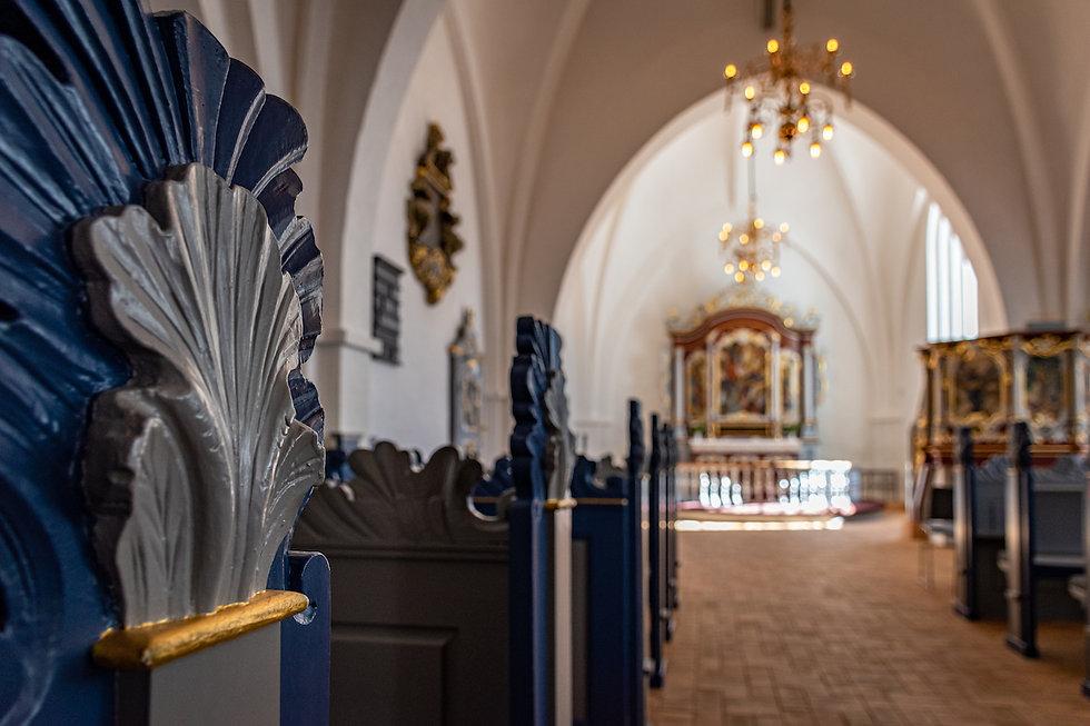 Innenraum Kirche unscharf.jpg