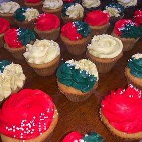 christmas cupcakes 1.jpg